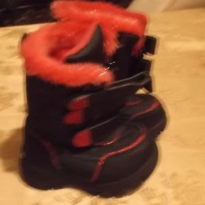 Expecting a winter baby?? - snow boots - Size 5
